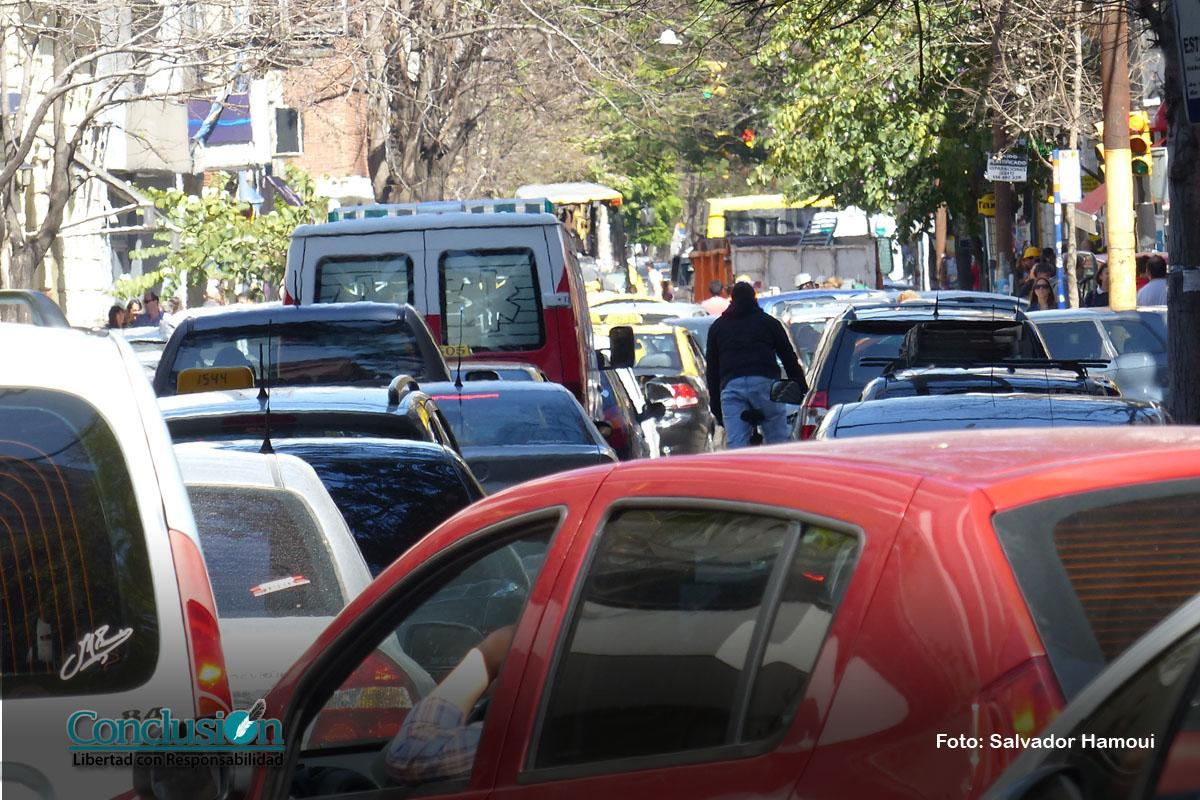 Ocho de cada diez rosarinos, muy críticos del tránsito en la ciudad