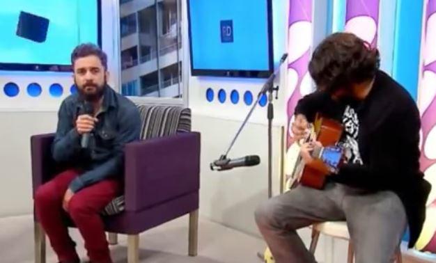 """Pablo Pino canta en vivo """"Ventana"""" el último éxito de la banda Cielo Razzo"""