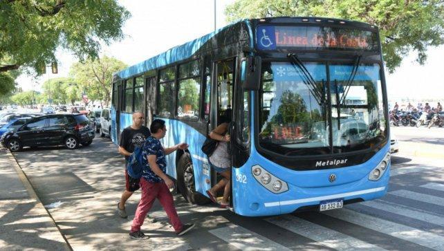 Pagan desdoblado el sueldo los choferes y asoma conflicto en el transporte