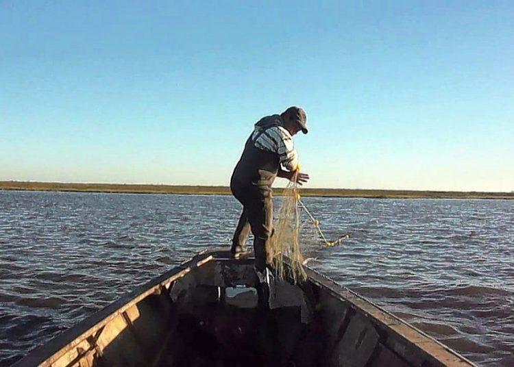 Pescadores rechazan la veda pesquera y protestan con varios cortes en Santa Fe