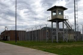 Pese a las protestas, ratifican la prohibición de celulares en cárceles
