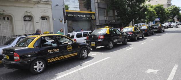 Pese al atraso tarifario, taxistas postergan hasta marzo el pedido de ajuste