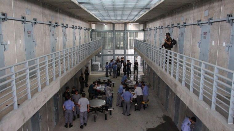 Polémica por el fallo que prohíbe limitar el peso de paquetes llevados a los presos