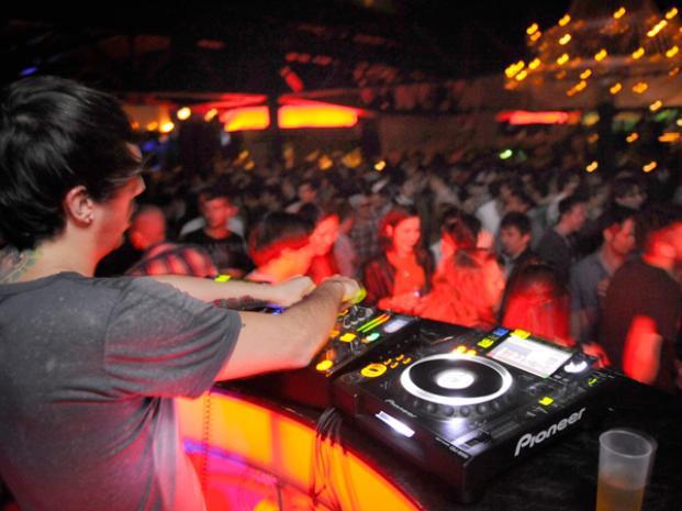 Polémica por el testeo de pastillas en fiestas electrónicas