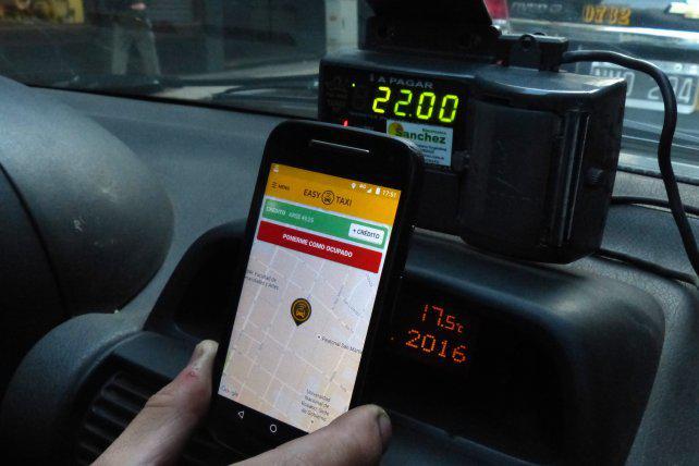 Por día se contratan en Rosario 3.500 viajes a través de la aplicación Easy Taxi