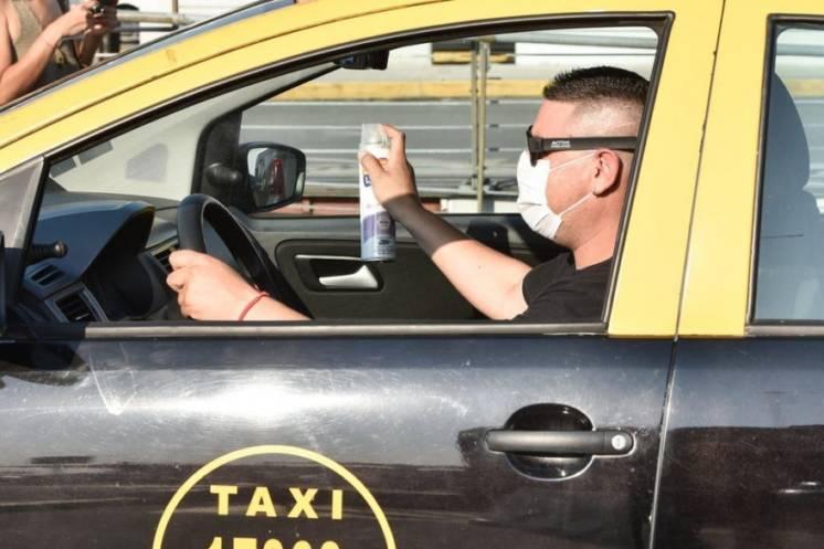Por el paro de colectivos, los taxis ya hacen los mismos viajes que antes de la pandemia