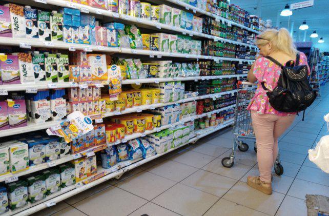 Por la crisis, los rosarinos recortan sus gastos y compran segundas marcas