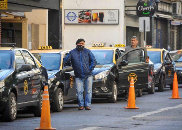 Por la suba de costos, taxistas alertan que no pueden cambiar las unidades