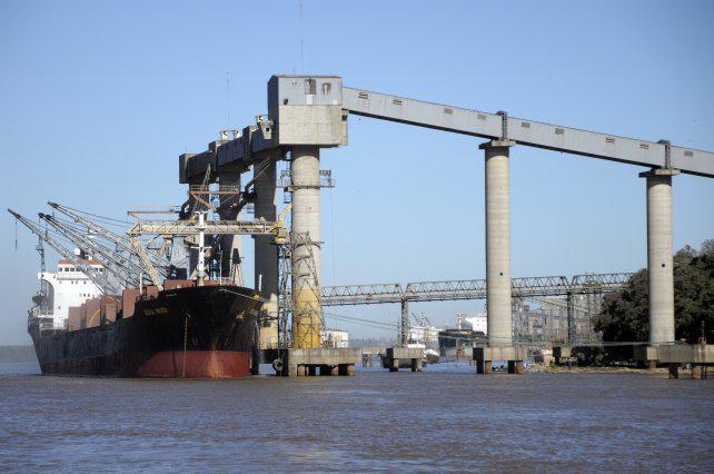 Portuarios del Gran Rosario levantan el paro pero ratifican pedido de 42% de aumento