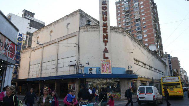Reabren los cines Monumental pero sigue el conflicto con los despedidos