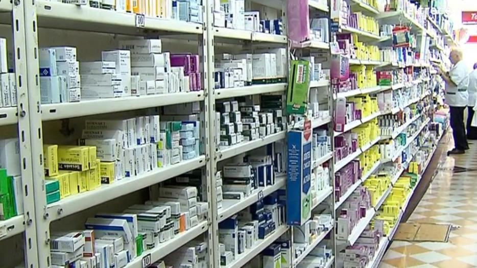 Remedios subieron 69% y la gente recorta hasta en los recetados.
