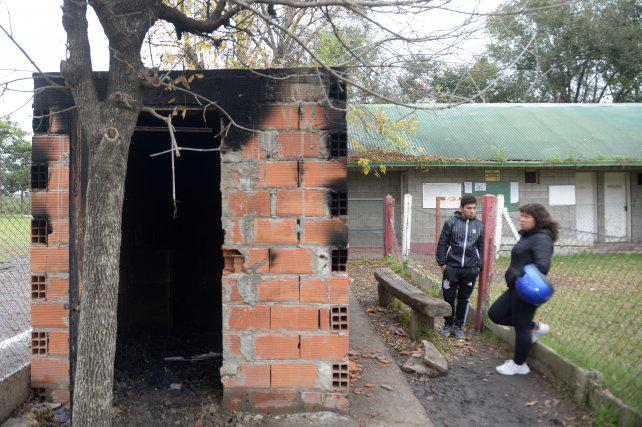 Roban e incendian un club que contiene a chicos de la zona sur