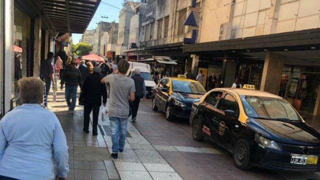 Sancionarán a taxistas y automovilistas que circularon por la peatonal