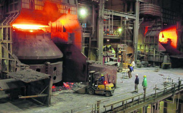 """Se desploma la siderurgia y los industriales no le ven un """"piso"""" a la crisis"""