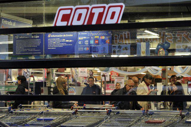 Según los mercantiles, en Coto y Jumbo que abrieron casi no hubo ventas