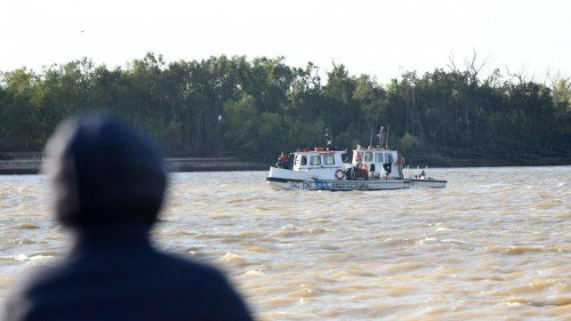 Buscan a cuatro desaparecidos en el Paraná pero con pocas esperanzas