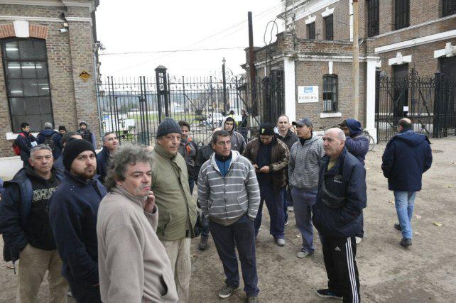 Son 70 los empleados que quedaron sin trabajo por el cierre de un taller ferroviario