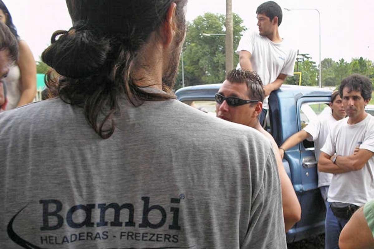 Suspenden a 500 empleados de Bambi y alertan por deterioro del mercado nacional