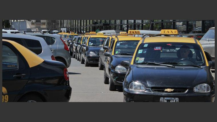 Tacheros prometen combatir en las calles la llegada de Uber a la ciudad