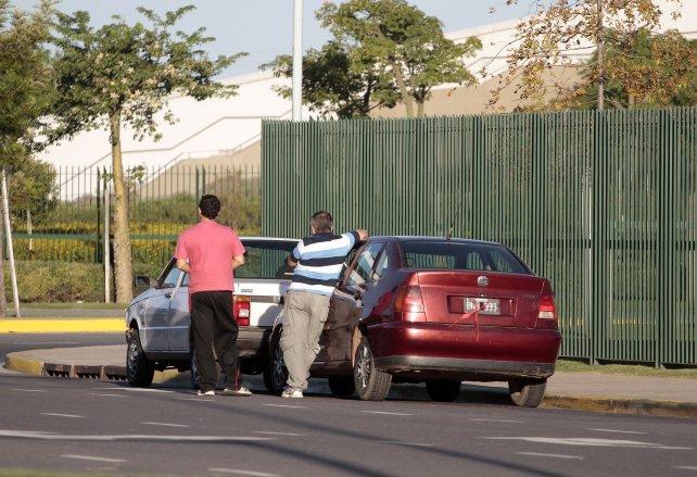 Taxistas denuncian que en Rosario hay misma cantidad de taxis que remises truchos