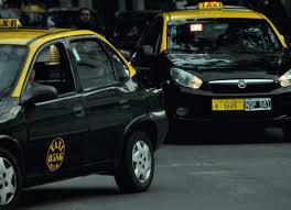 Taxistas advierten que la tarifa está atrasada un 70% por el alza de costos