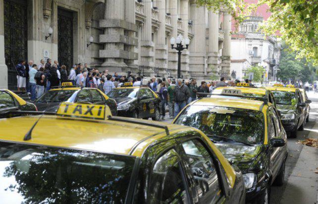Taxistas advierten que se incrementó la violencia en los robos a las unidades