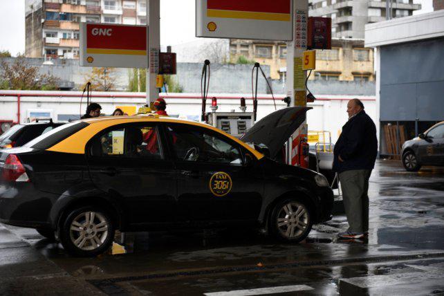 Taxistas anticipan que se resentirá el servicio por posible falta de nafta