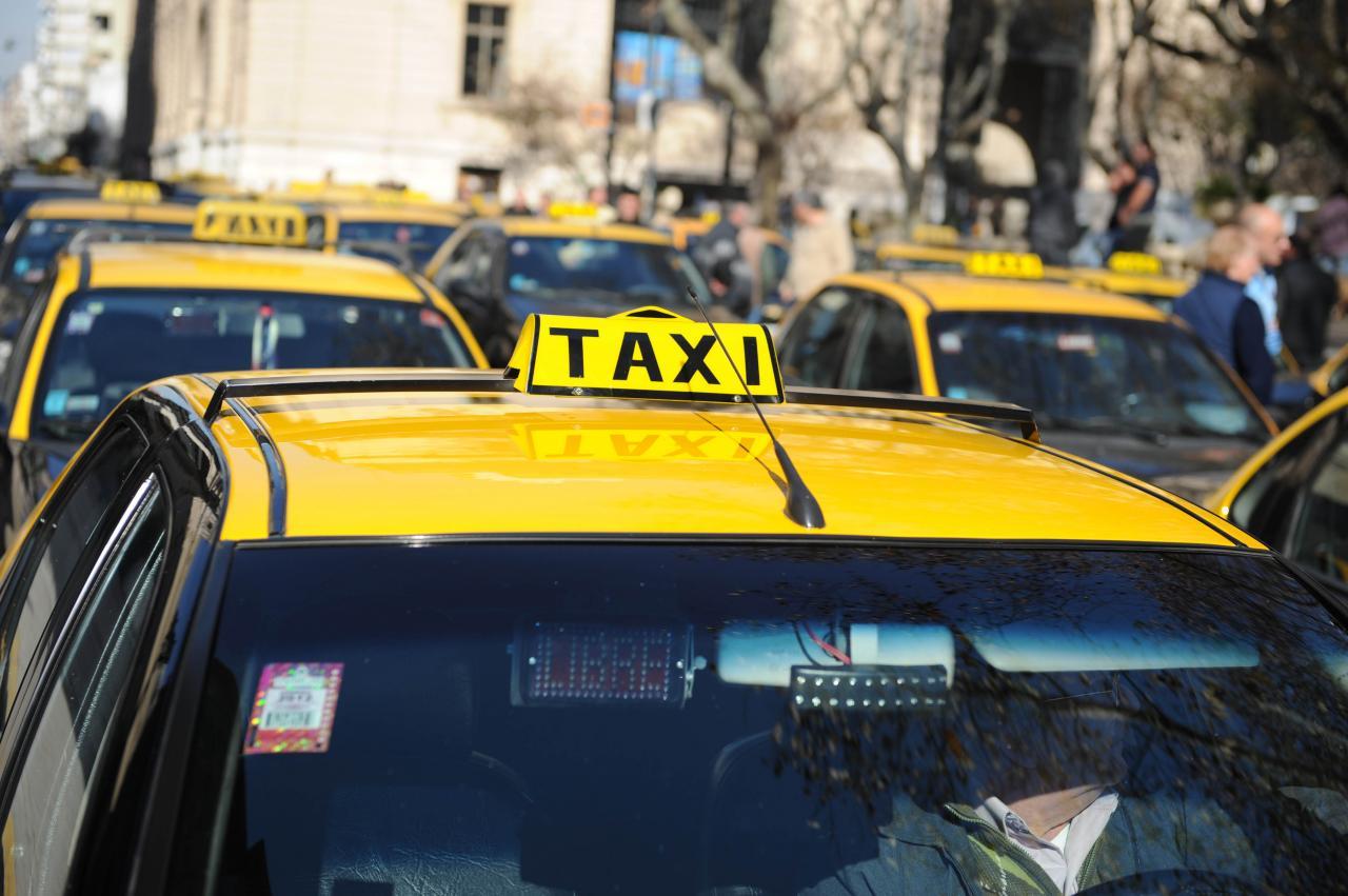 Taxistas piden un 35% de aumento tarifario desdoblado