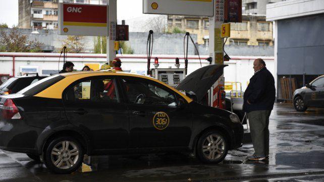 Taxistas preocupados por el aumento del GNC y la desactualización de la tarifa