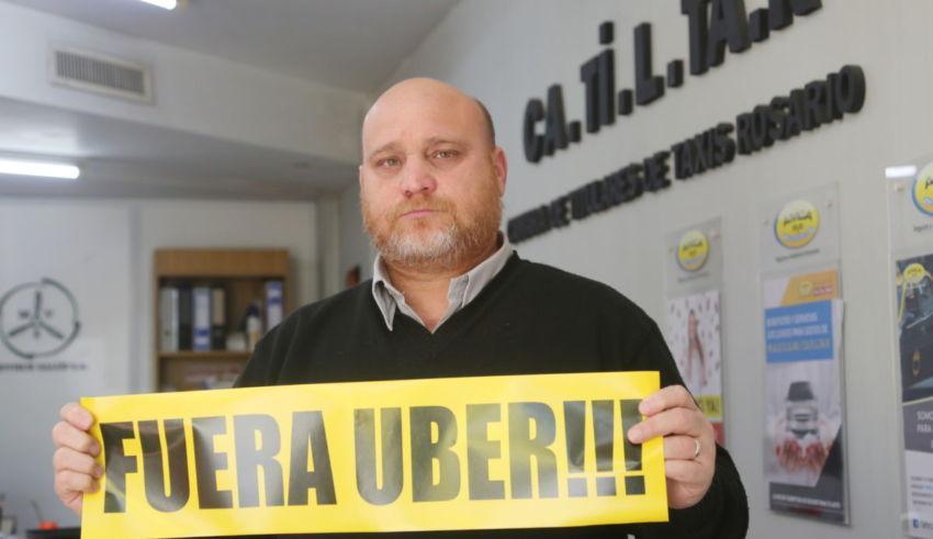 Taxistas de Rosario en alerta ante el posible desembarco de Uber