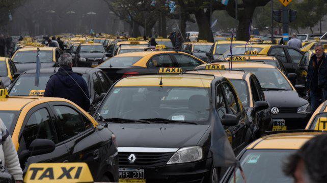 Taxistas van por una suba tarifaria del 15% antes de fin de año