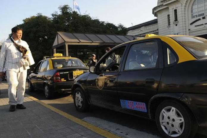 Tras el crimen de un taxista denuncian unos 20 robos violentos a choferes