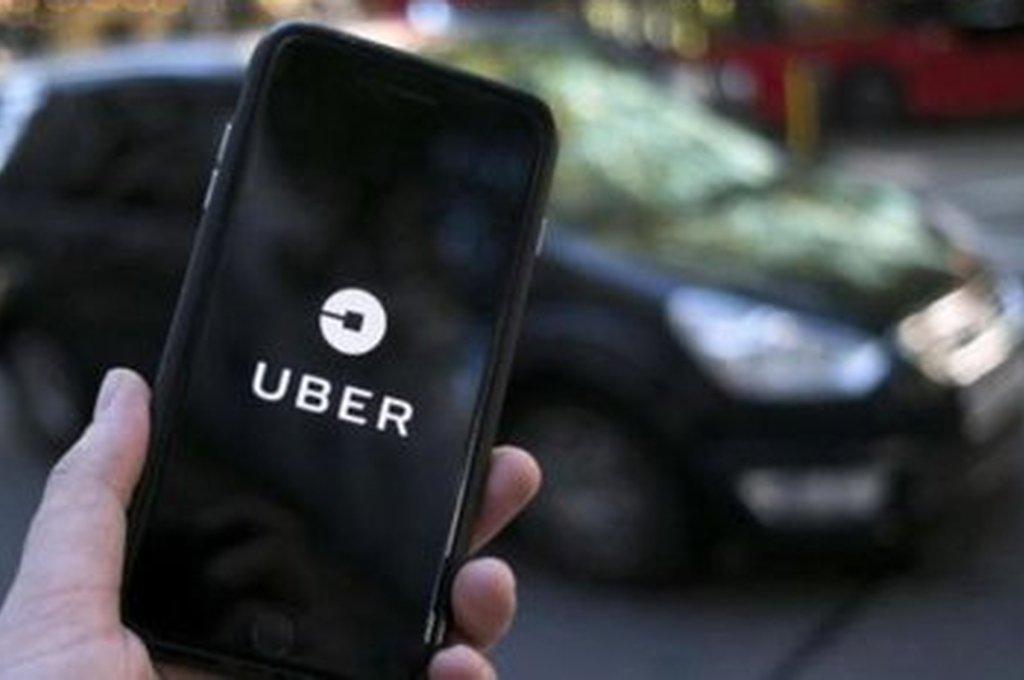 Uber: la ciudad bloquea su desembarco mientras crece el apoyo de la gente a las apps