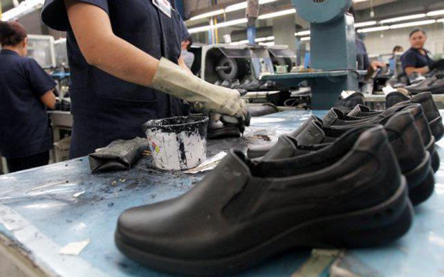 Una fábrica de zapatos santafesina en jaque por la apertura de importaciones