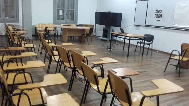 """UNR: docentes admiten que hubo mejora en la oferta pero la califican """"insuficiente"""""""