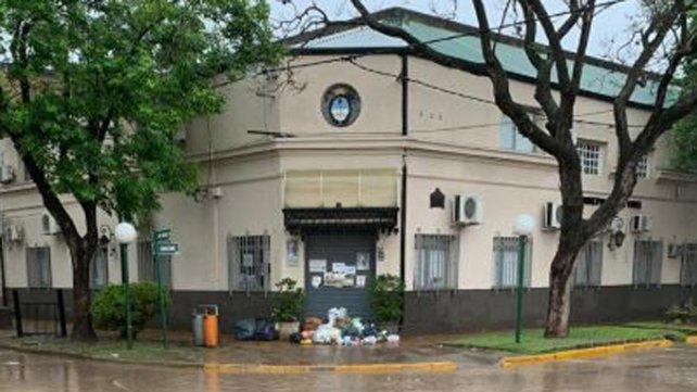 Vecinos de Funes tiran la basura frente al municipio y llaman a la desobediencia civil