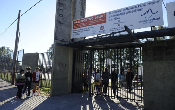 Violento tiroteo entre bandas narcos en un polideportivo de zona oeste