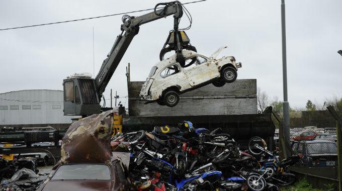 Ya están listos para compactar 1.500 autos abandonados en comisarías
